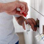 Medidas simples podem evitar choques elétricos